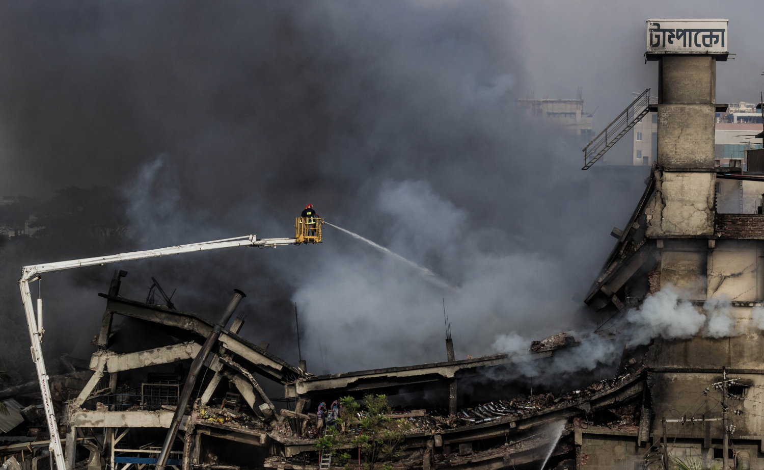 Image of the fire at Tampaco Foils Factory, Bangladesh, where at least 41 workers were killed.